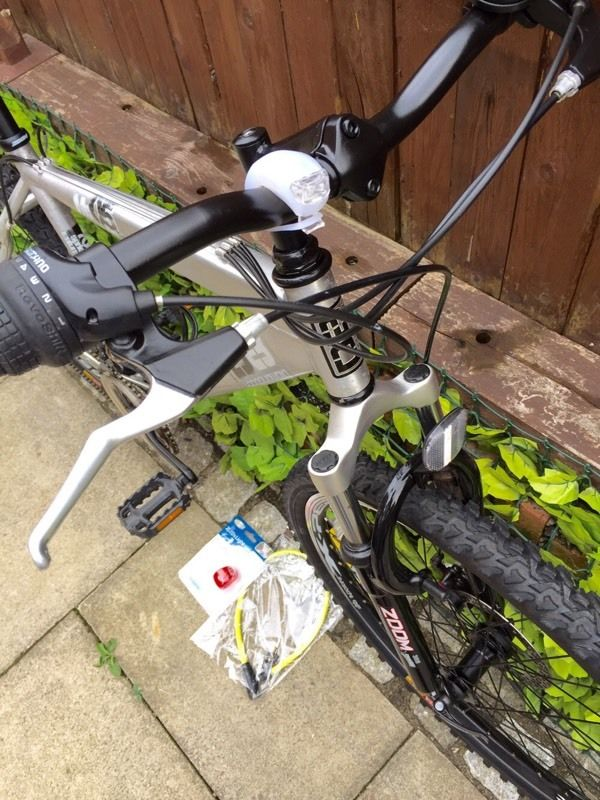 Adults Diomandback aluminium commuting mountain bike good used condition with accessories
