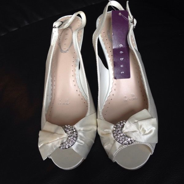 Brand new Ivory shoes size 6