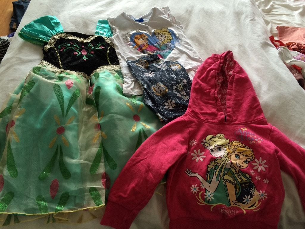 Frozen bundle age 4 - Anna dress NWT, PJ's unworn and hooded top (excellent condition)