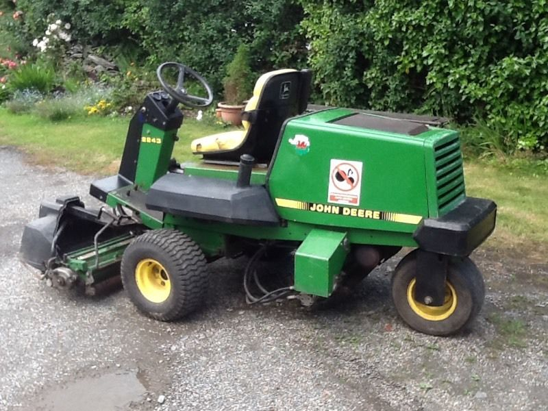 John Deere 2243 Triple Ride On Mower