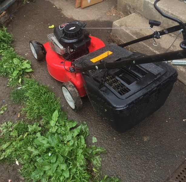 SOVEREIGN 148cc SELF PROPELLED PETROL LAWNMOWER MINTED CONDITION