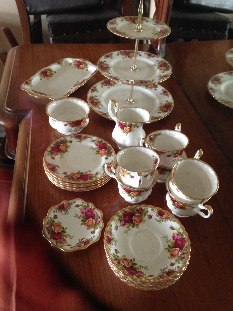 Royal Albert Old Country Roses 23 Piece Tea set Original 1962