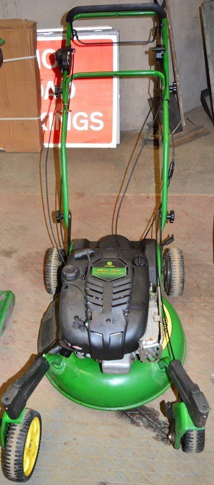 John Deere JS63VC petrol driven lawnmower