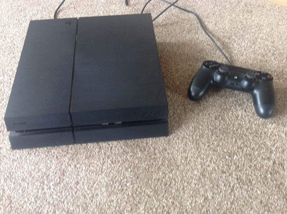 Playstation 4 - 500Gb with 3 games (only 6mths old)