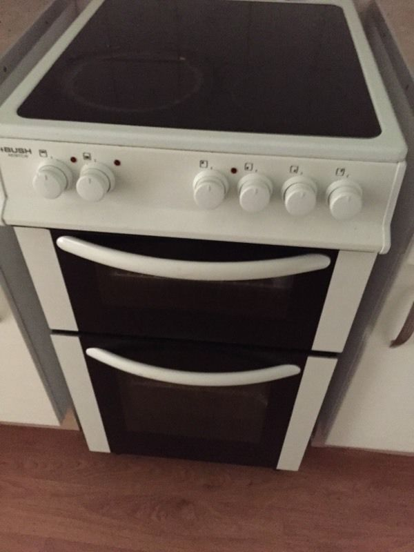 Electric cooker and fridge freezer
