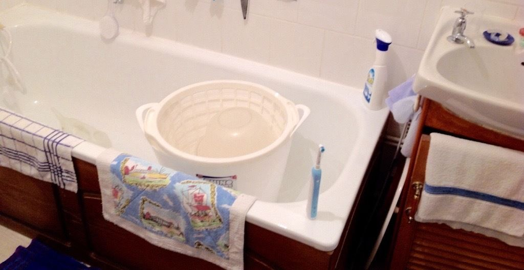Classic 5ft Vintage bath with classic taps. 1970's classic style. Sink & WC possibly as well.