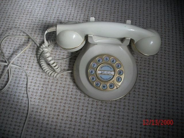 Cream 'old fashioned ' phone