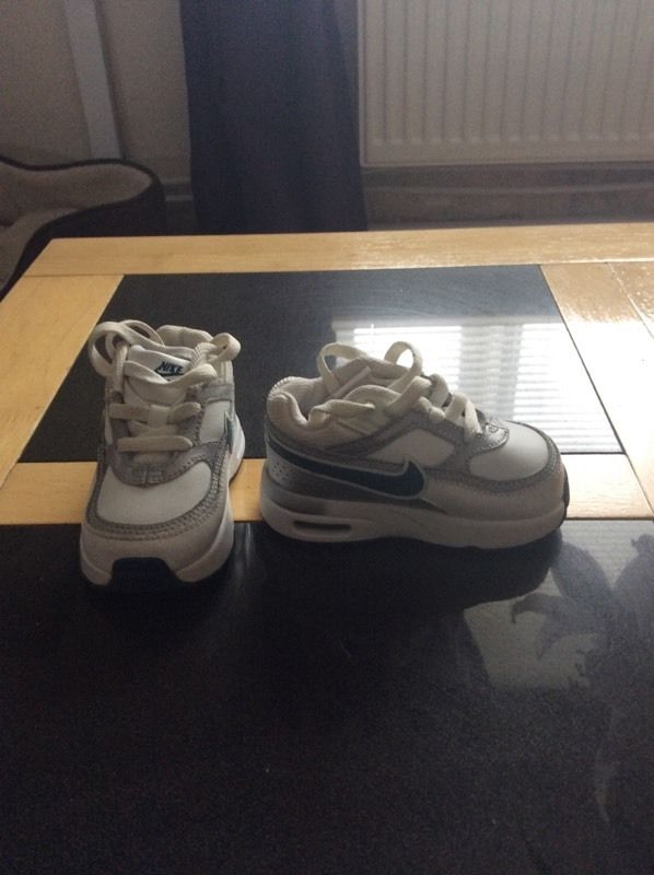 Infant Nike airs size 4