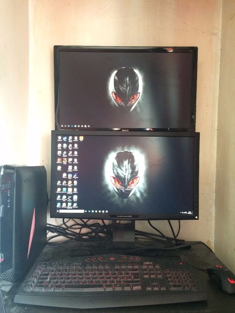alienware gaming pc plus 2 monitors keyboard