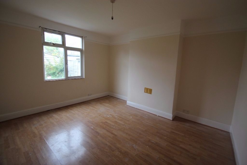 Lovely Single Room Available - All bills included