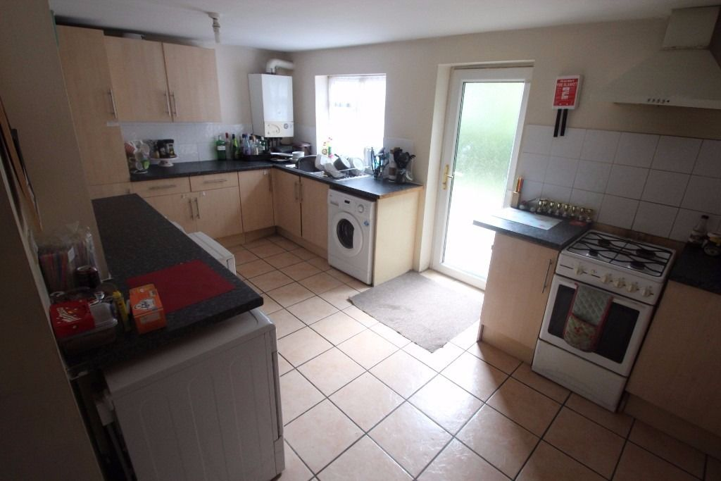 2 Bedrooms Available in Student House Share - Filton Avenue