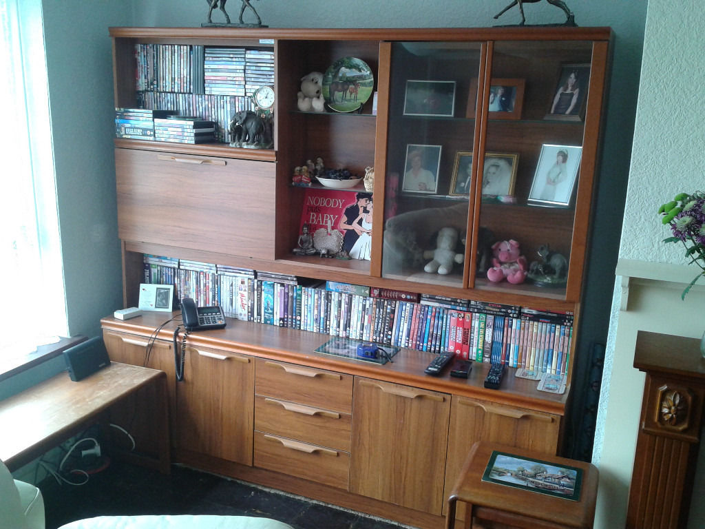 "Living room unit."" Free "" Pick up only !"