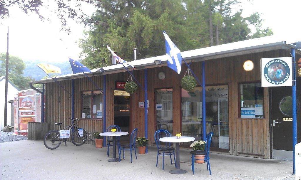 'All-Rounder' for busy Highland Cafe, Restaurant/Takeaway/Music venue ACCOMODATION PROVIDED!