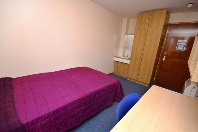 FLATSHARE: Double bedroom in 5 bed property in Fountainbridge with bills included available -NO FEES