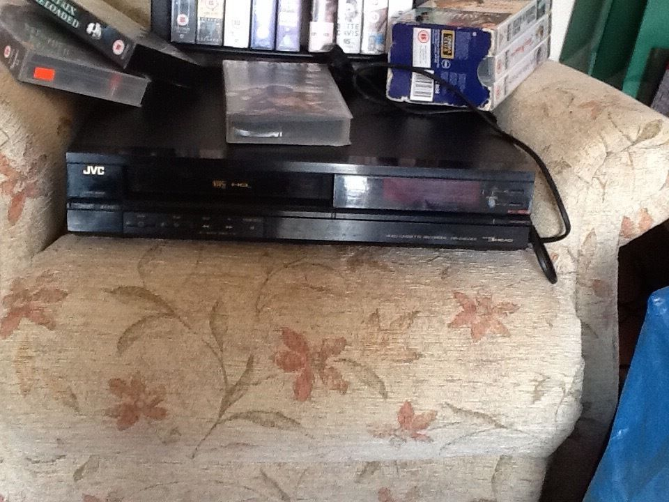 JVC Video Cassette Recorder HR-D400EK plus 25 videos and stand