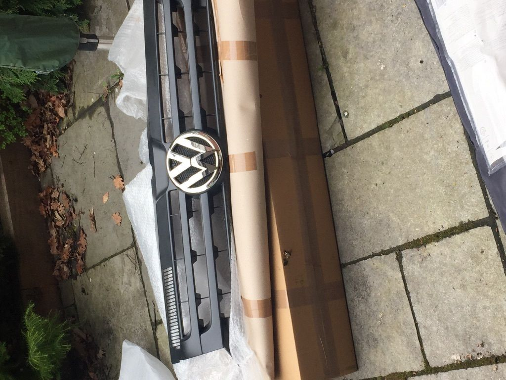 VW T5 grill boxed