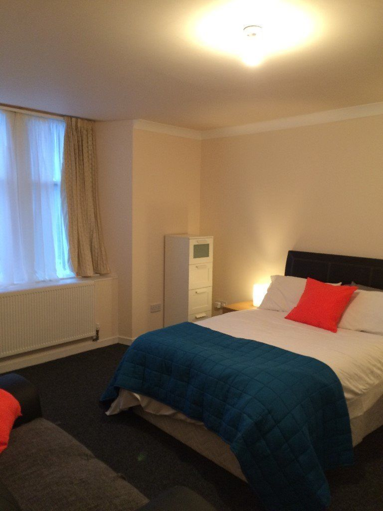 Large room - 3 mins walk to Hillhead Underground