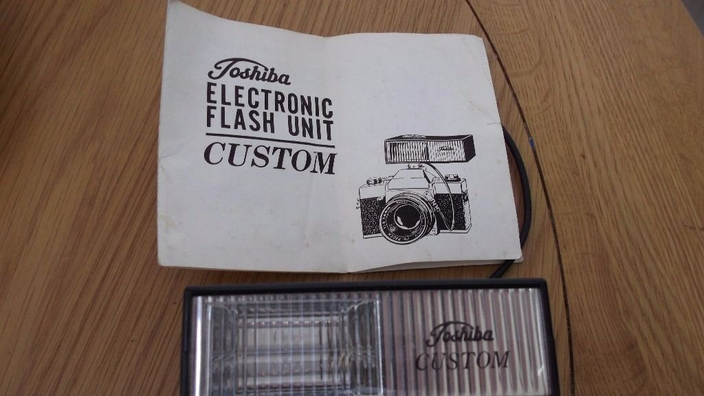 VINTAGE: TOSHIBA FLASHGUN ELECTRONIC with Instruction Book