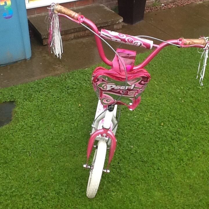 Girls pink scooter . Suitable 5-8 years
