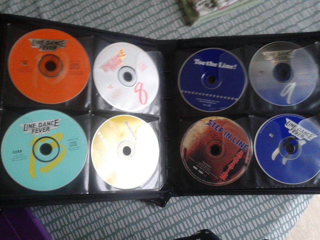 Large collection of country music/linedance cd's