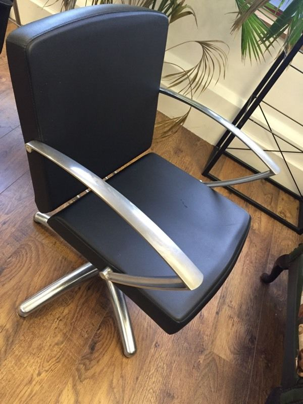 Professional salon chair