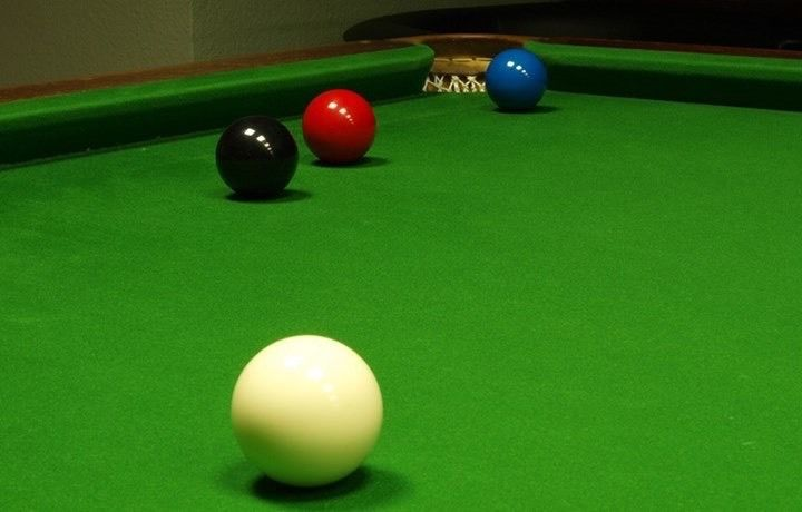 Does anyone have a 12ft (full size) snooker table I could use?