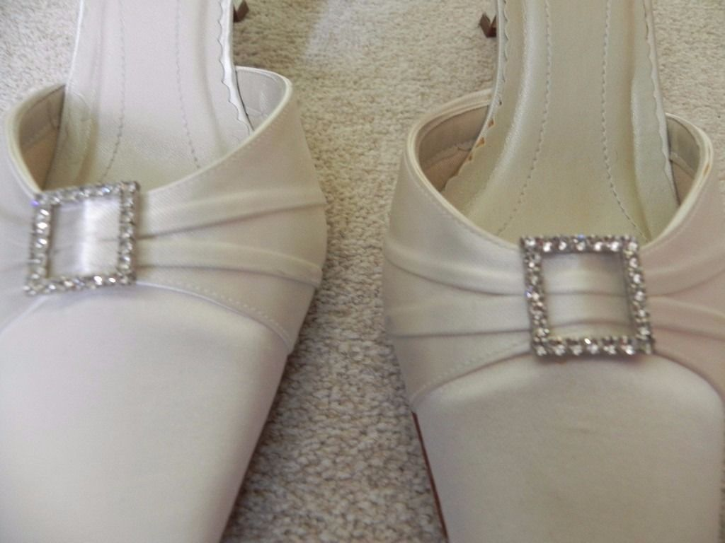 Rainbow Club Ivory shoes size 7