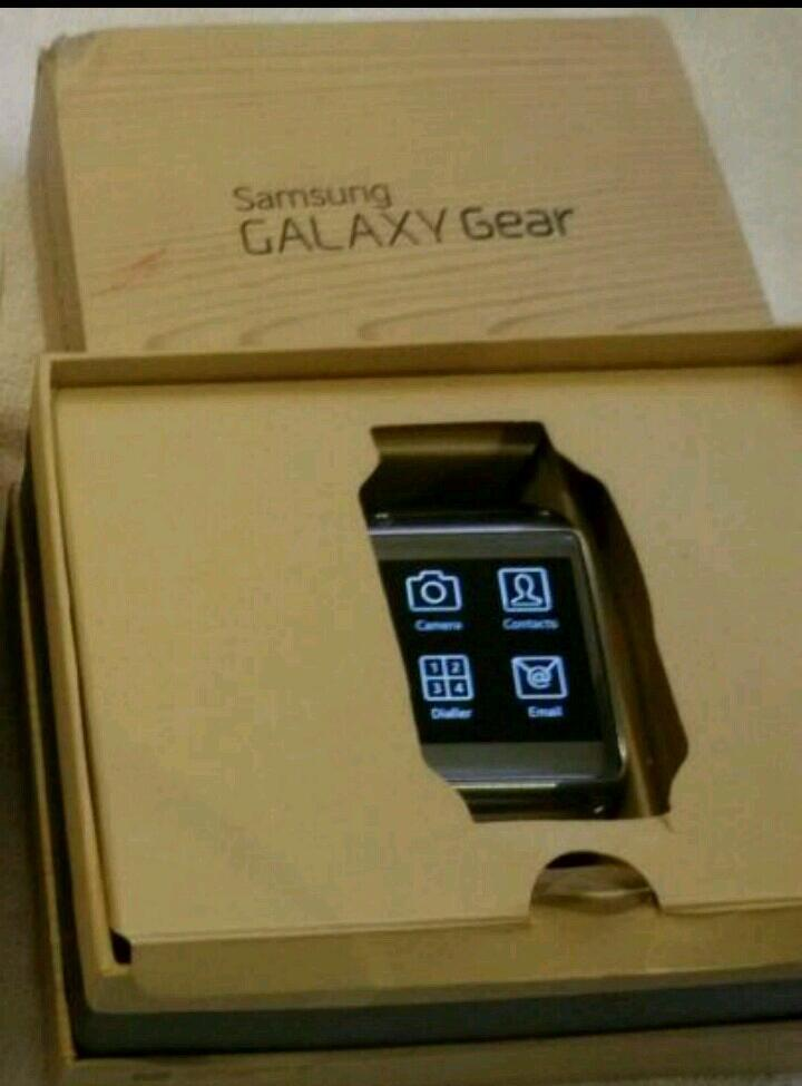 Samsung Galaxy Gear Watch * New & Boxed * with all accessories
