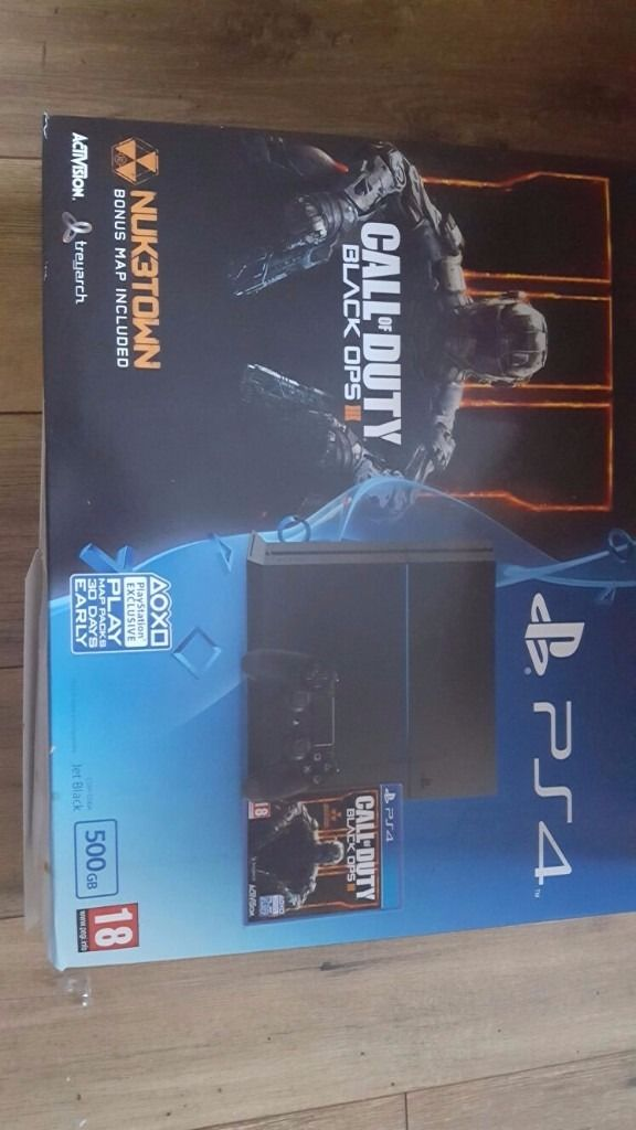 PS4 EXCELLENT CONDITION WITH CONTROLLER AND CALL OF DUTY