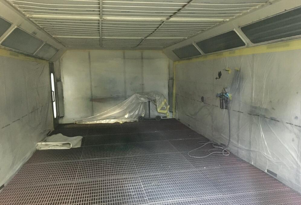 Junair Spraybooth 8m long with Qads