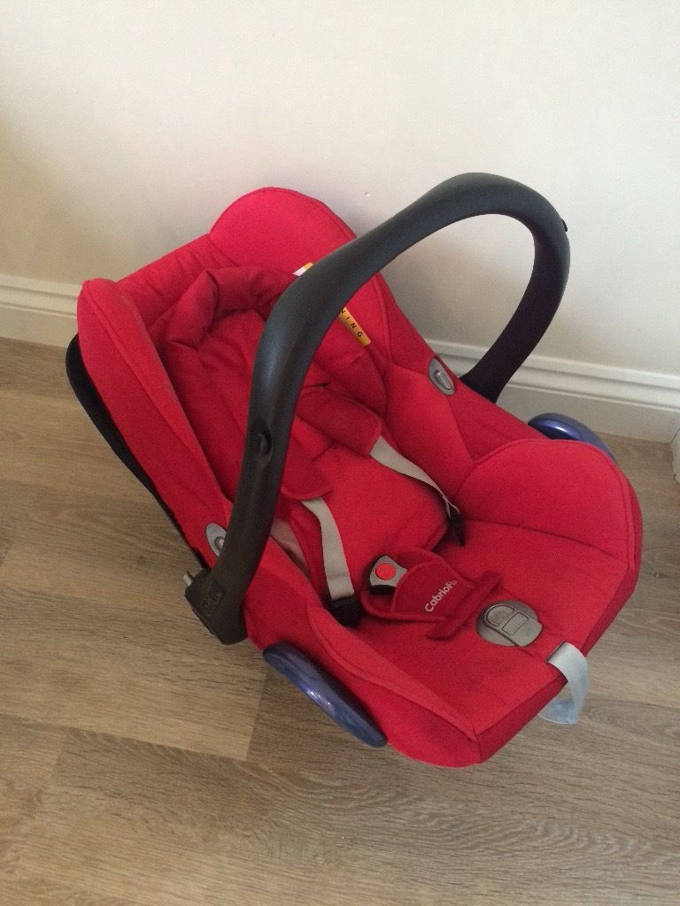 Maxi Cosi stage 0 car seat with EasyFix base