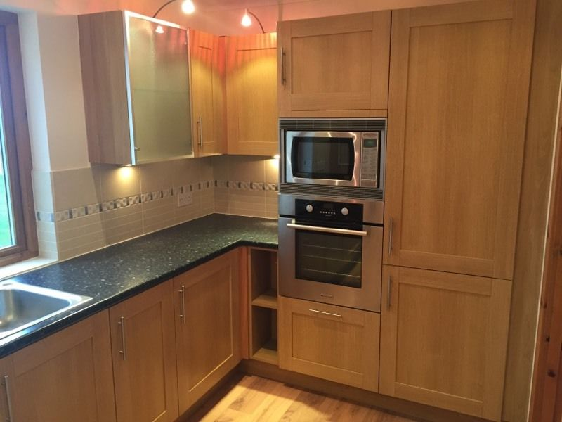 Contemporary shaker style fitted kitchen