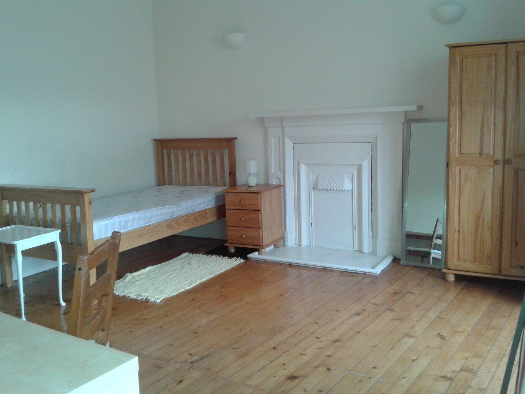 Bright, Spacious Double Room in West End Shared Flat for 1 Female