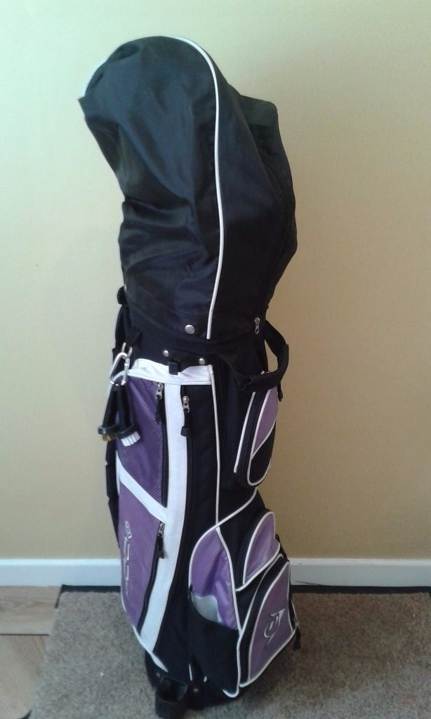 Ladies Dunlop right hand set of golf clubs, bag and gloves