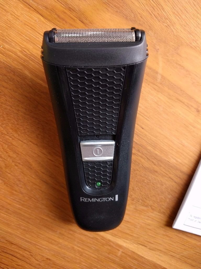 Remington electric shaver - only used for a few weeks