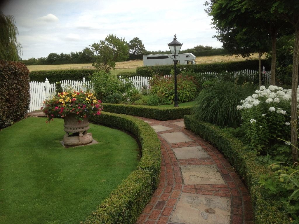 Team Leader and Experienced gardeners required