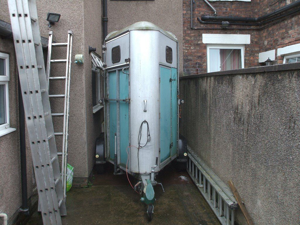 Ifor 505 horse trailer