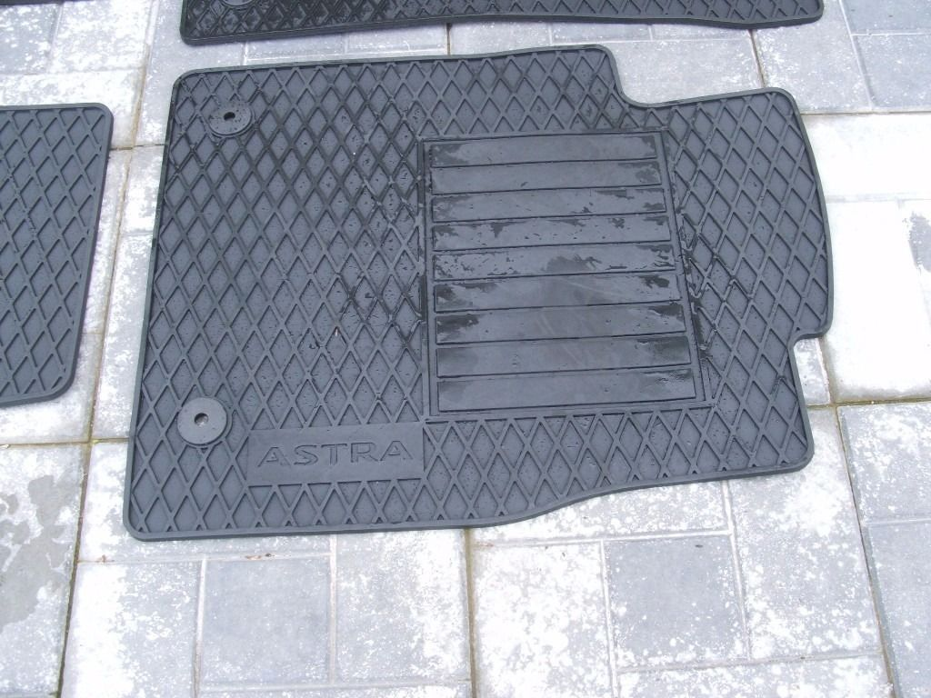 Genuine Vauxhall Rubber floor Mat Set for Vauxhall Astra 2013 model & Boot cargo mat as new