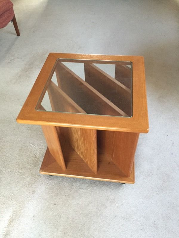 Magazine rack/table