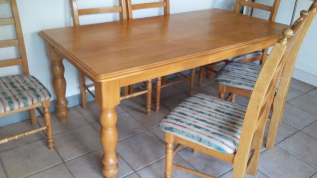 Soilid pine table with 6 chairs