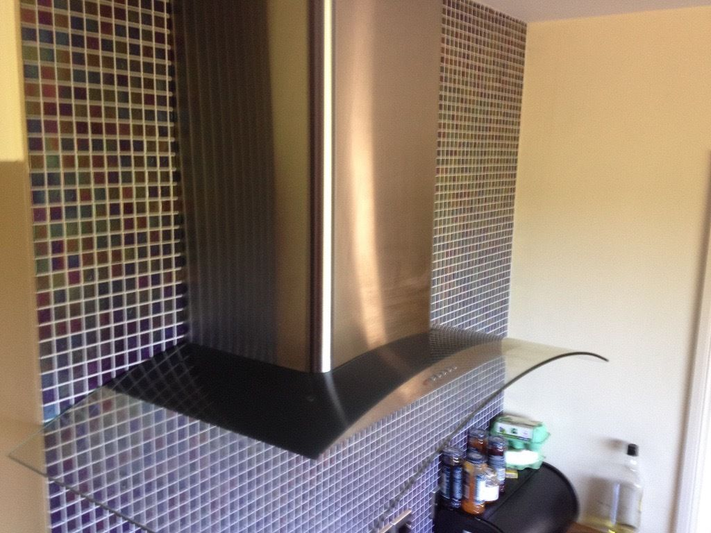 CURVED GLASS AND STAINLESS STEEL KITCHEN EXTRACTOR HOOD