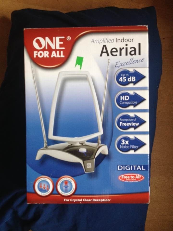 BRAND NEW IN BOX AMPLIFIED DIGITAL INDOOR AERIAL