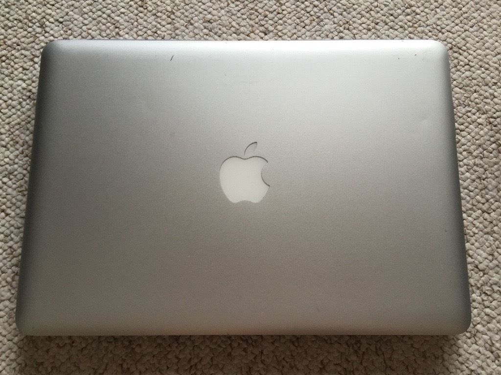"Apple MacBook Pro 13"" 2010 A1278 Laptop Intel Core 2 Duo 2.40GHz w/ software bundle, and new charger"