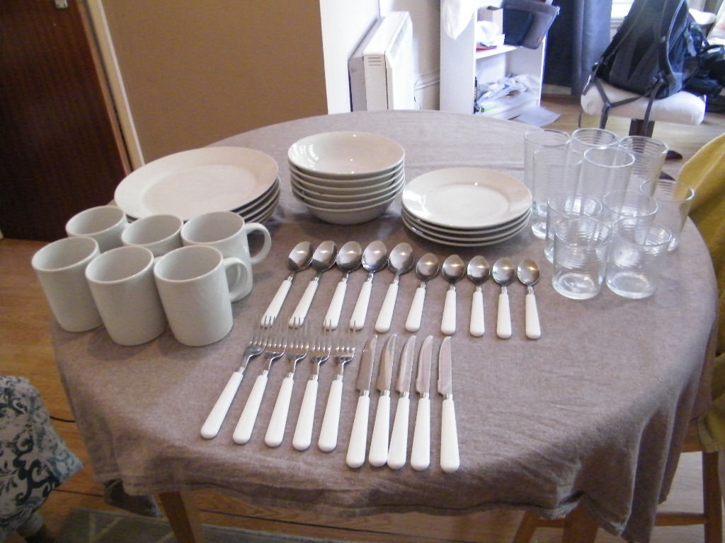 58 PIECE DINNER ESSENTIALS SET