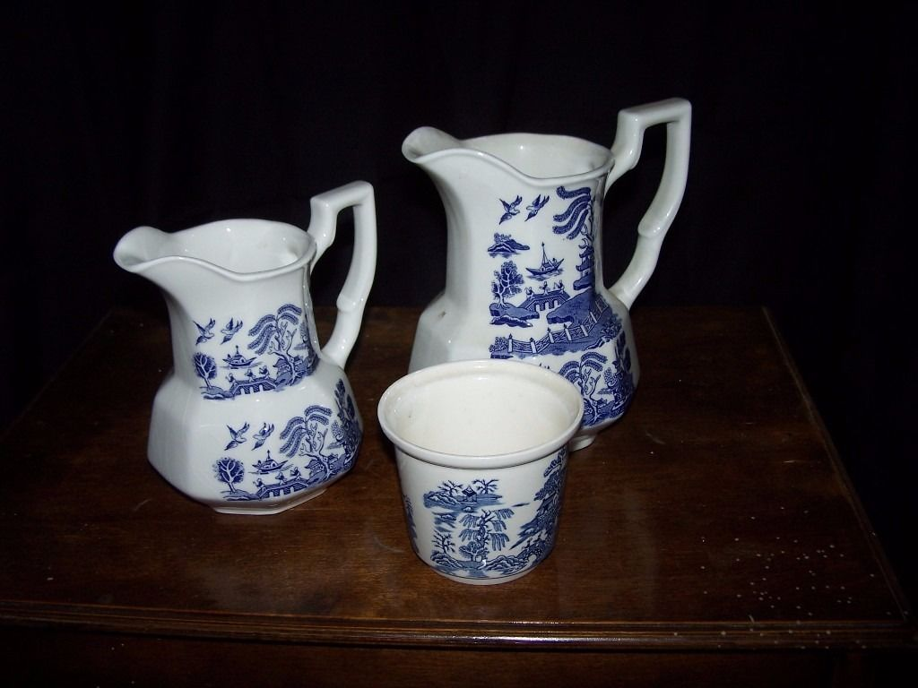 Willow Pattern - 2 Large Jugs