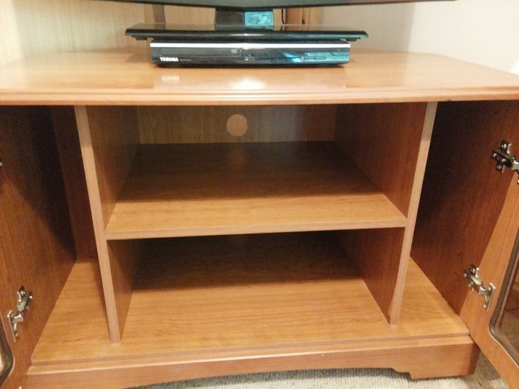 Corner TV unit (wood, not veneer)