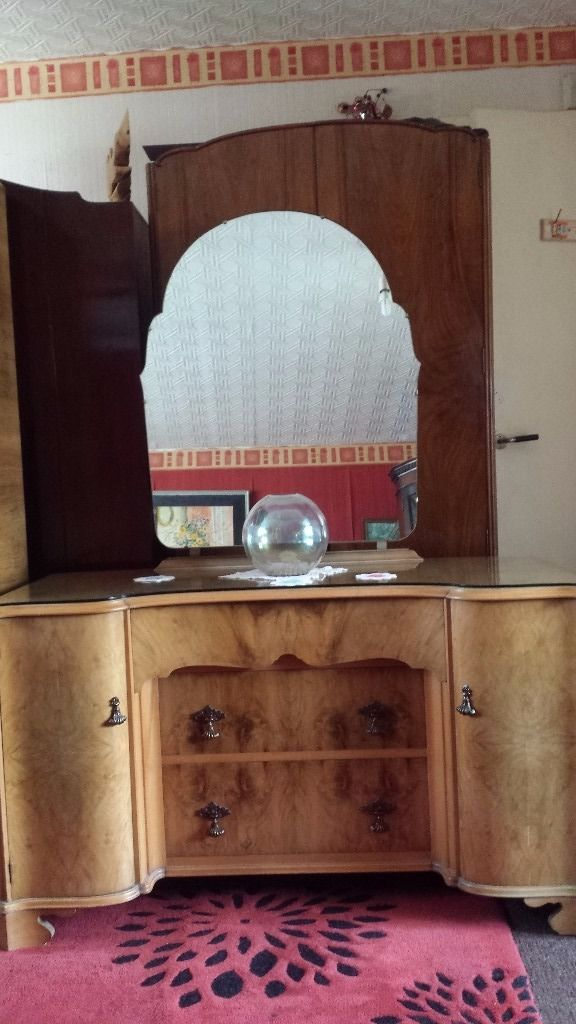 LOVELY LIGHT WALNUT MIRRORED DRESSING TABLE WITH STOOL