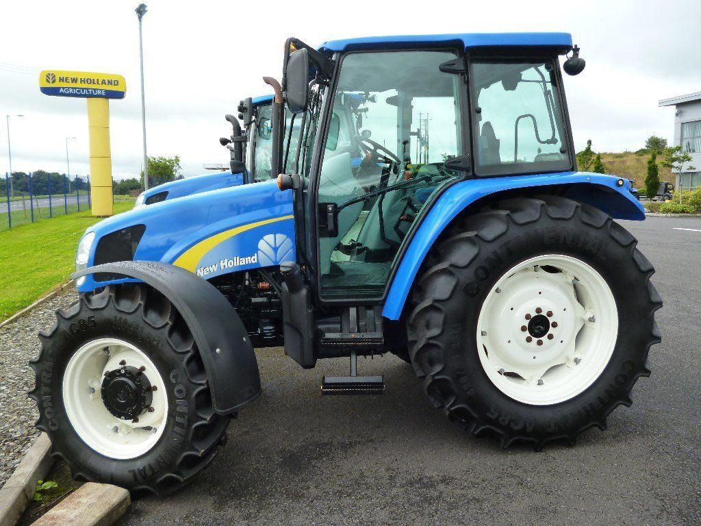 2011 New Holland T5060 4wd, 1883 hours