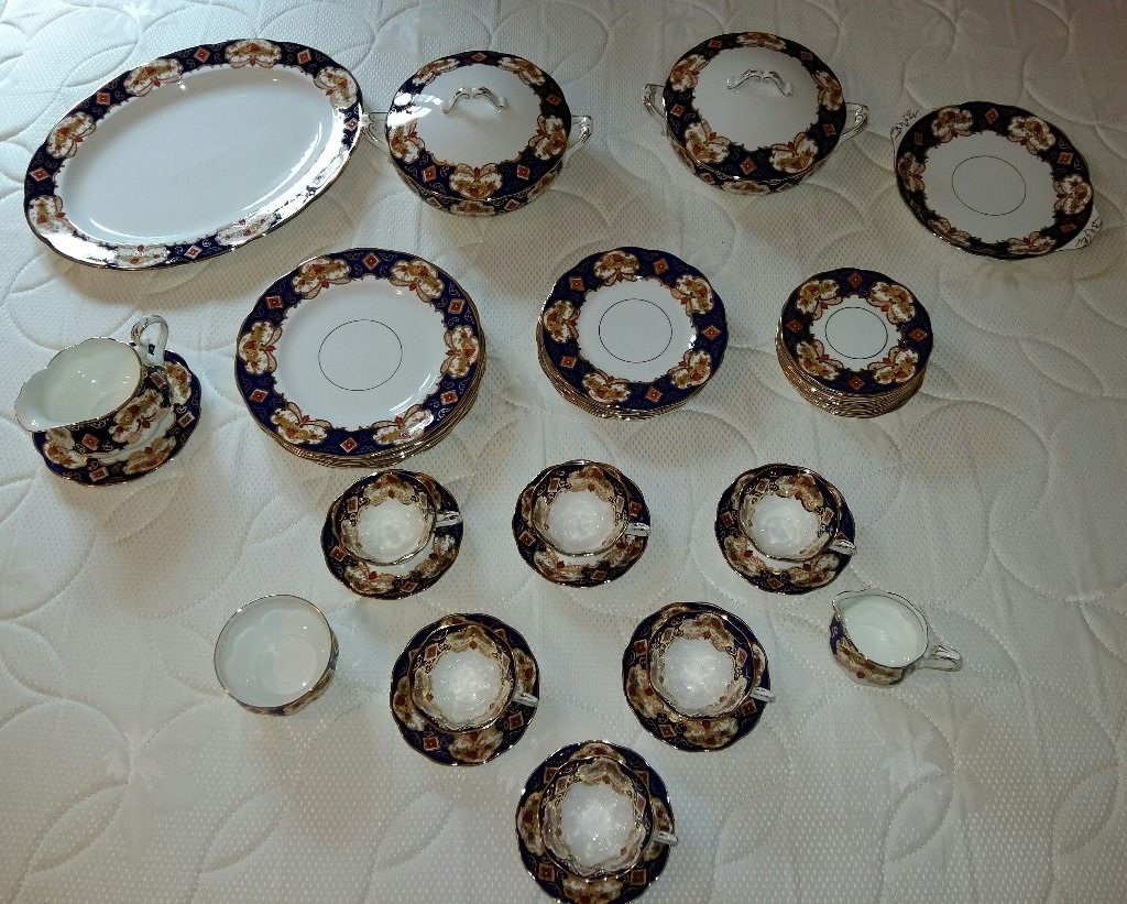 "Royal Albert 38 piece ""Heirloom"" Bone China Dinner Set for sale"