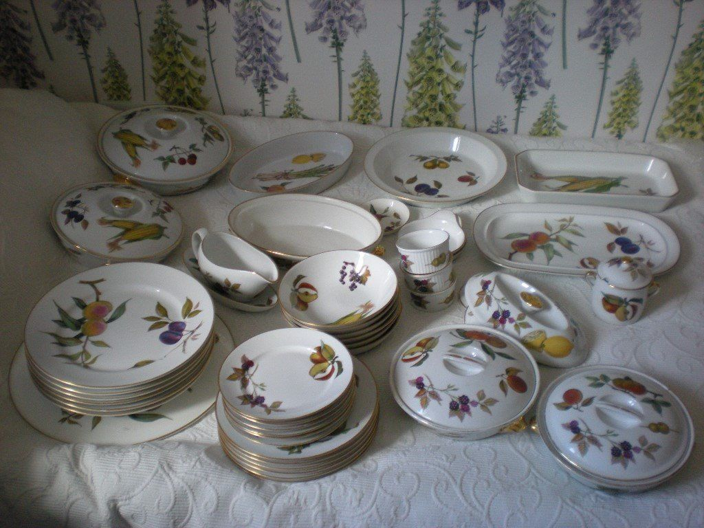 Royal Worsester Evesham dinner service